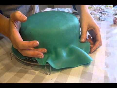 How to een taart bekleden met marsepein of suikerfondant youtube - Hoe een kamer van een kind te versieren ...