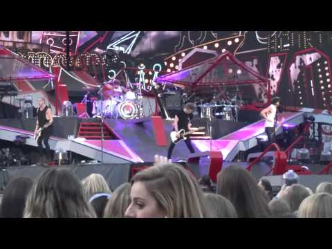 Heartache On The Big Screen - 5 Seconds of Summer Live at MetLife Stadium