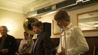 Howard Alden & his Munich Friends (2013): When It's Sleepy Time Down South  -