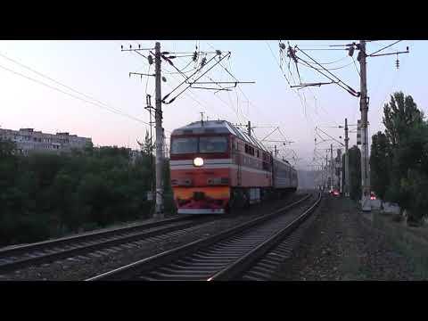 Тепловоз ТЭП70 с пригородным поездом Волгоград-I - Суровикино