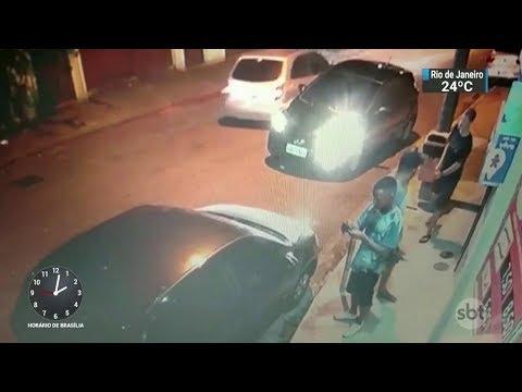 Polícia prende dois suspeitos de assaltar motoristas e comerciantes no RJ | SBT Notícias (12/10/17)
