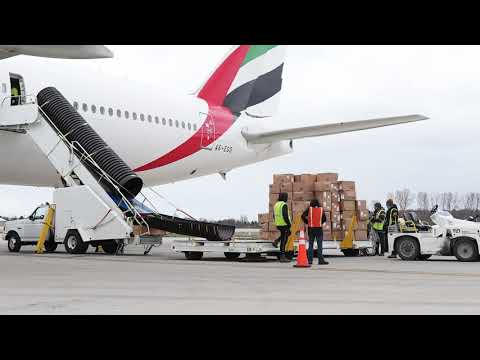 Time lapse: unloading a passenger-freighter at LCK