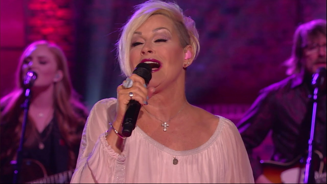 """lorrie morgan performs """"i didn't know my own strength"""" 
