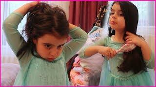 Karlar Kraliçesi Prenses Rüya, Şakacıktan Makyaj Yaptı, Saçlarını Taradı | Çocuk Videosu