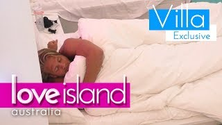 Jaxon snuggles with a mystery man | Love Island Australia 2018