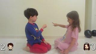 تحدي حجرة ورقة مقص بين أخ وأخت