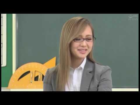Guru cantik yang baik hati sama muridnya