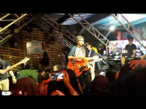 FIERSA BESARI x KERABAT KERJA - Hidup Kan Baik-Baik Saja (live at Makassar) 25/03/2018
