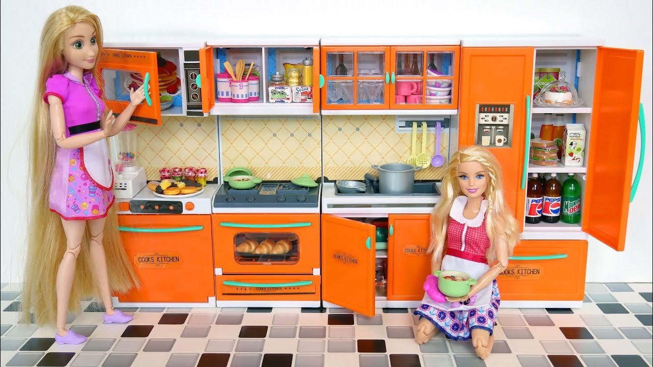 New Barbie doll Kitchen unboxing