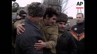 RUSSIA: CHECHNYA: RUSSIANS AND CHECHENS SWAP POWs