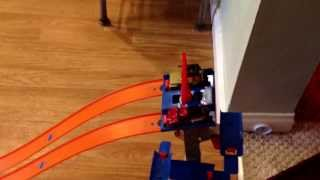 hot wheels track racing : matchbox Red Truck vs Jeep ( Matchbox) : Round One