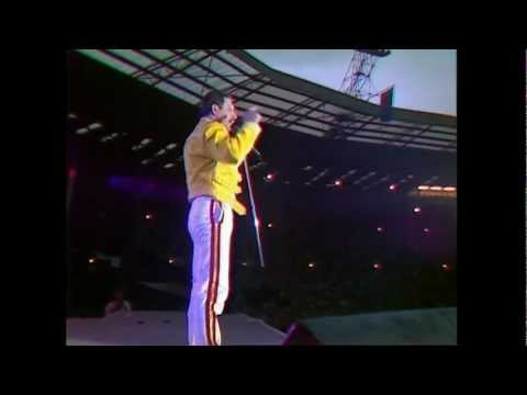 Queen  Another One Bites The Dust  at Wembley 11071986