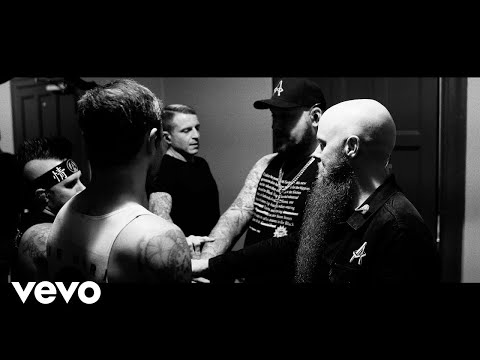 Atreyu feat. M. Shadows & Aaron Gillespie - Super Hero