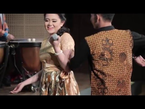 Abiseka & Wieky - TAKUT VS BENAR (Konser BIMBA 2015)