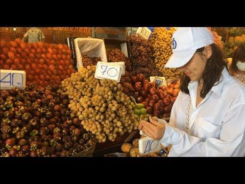 Смотреть Дешевые фрукты на рынке в Паттайе рядом с Walking street онлайн