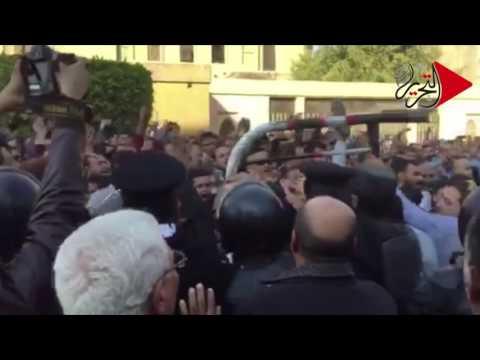 التحرير   هتافات غاضبة للأقباط أمام الكاتدرائية.. الشعب يريد