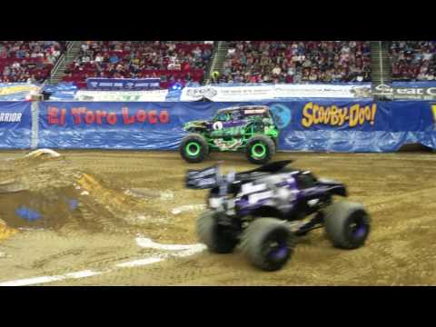 Monster Jam Fresno, CA 2017 Wheelie, Speedster Racing, Donuts, and Freestyle