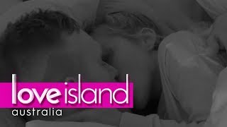 Erin and Eden's first steamy kiss | Love Island Australia 2018