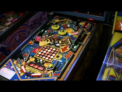 Mr. and Mrs. Pac-Man Pinball Gameplay (Bally, 1982)