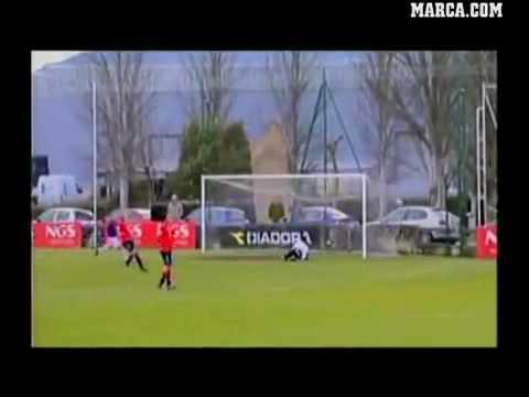 Thủ môn ghi bàn ở cự ly 90m.flv