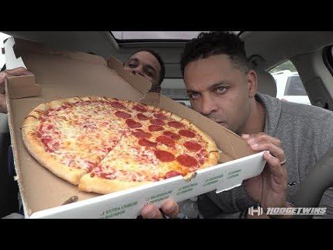 Eating Joe's New York Style Pizza @hodgetwins