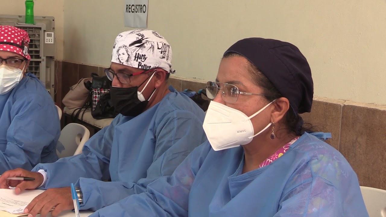 Doctora se contagia de COVID y convierte su casa en un mini hospital para consultar gratis