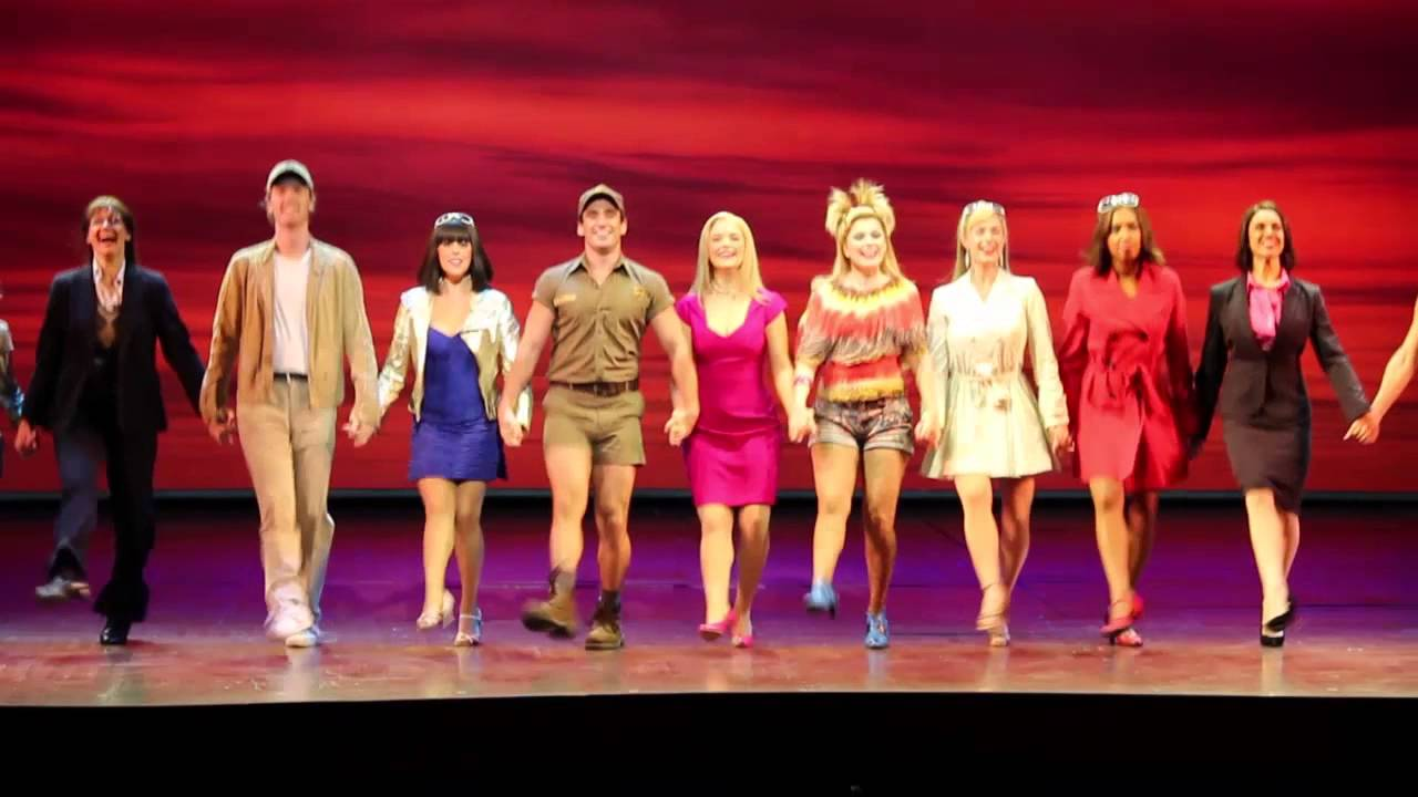 legally-blonde-the-musical-tour-cast-looking-asian