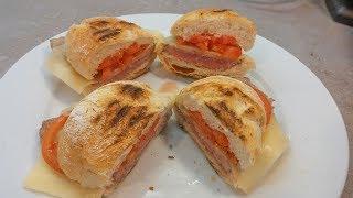 Receita de prego no pão com queijo e tomate by necasdevaladares