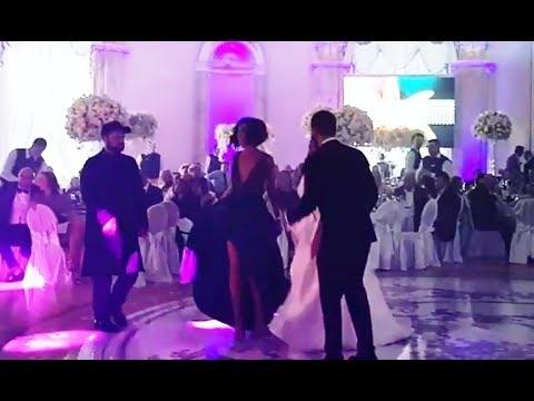 Ольга Бузова пристроилась на свадьбе к танцу жениха и невесты