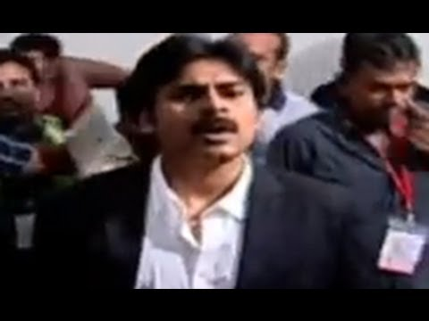 Pawan Kalyan Dynamic Entry | Attarintiki Daredi Audio Launch HD | Pawan Kalyan, Samantha, DSP Travel Video