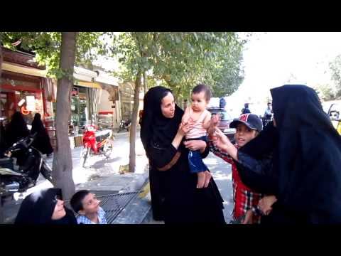 Yazd | Street Scenes | Women at Bus Stop | Travel to Iran 2012 | Go Backpacking | Trip to Persia