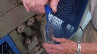 НА В Севилье разработано устройство, способное производить питьевую воду в пустыне(Смотрите другие видео на www.novostiandalusii.com Опытный образец устройства может вырабатывать до 3 тысяч литров..., 2015-06-26T13:39:35.000Z)
