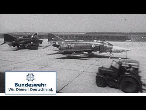 Download Youtube: Classix: Kampfflugzeug Phantom - ein hässlicher Vogel ? - Bundeswehr (1972)