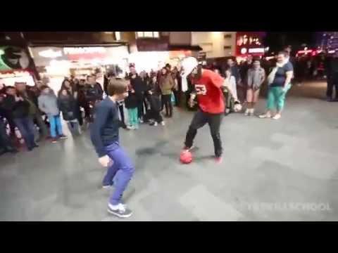 استعراض مهارات فردية لكرة القدم