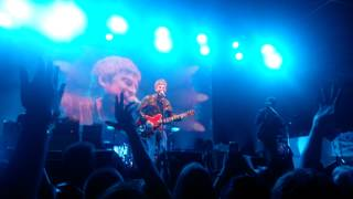 Noel Gallagher - Don't Look Back in Anger (Live)