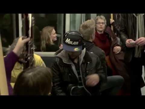 Видео: Прикольный флешмоб в метро Копенгагена
