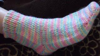 ВЯЗАНИЕ ДВУМЯ СПИЦАМИ САМЫХ ПРОСТЫХ ДЕТСКИХ НОСОЧКОВ! Вязание для начинающих. Knitting.