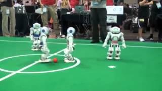 Roboti fudbaleri!