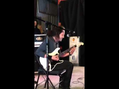 Jake E. Lee - explaining the intro to Bark at the Moon