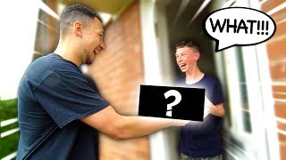 SURPRISING A FAN AT THEIR HOUSE!!