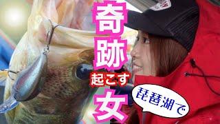 【神回】琵琶湖でバス釣りの神様が降臨した・・・【釣りガール】