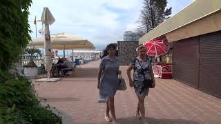 """""""Розовые"""" отдыхающие на пляже """"Гренада"""" в Лазаревском. Последние дни весны, 23 мая 2019"""