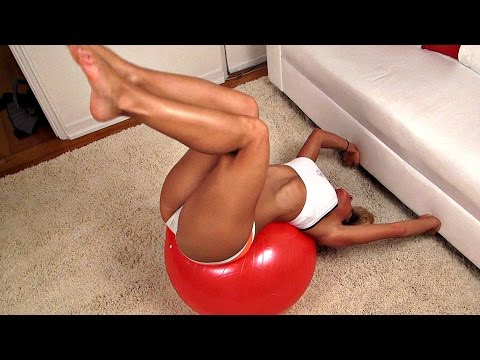 girls-ab-exercises-on-a-ball!