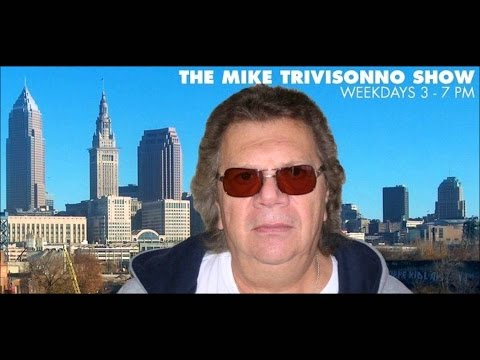 Mass UFO Sighting captured on Cleveland Talk Radio! - Hear t