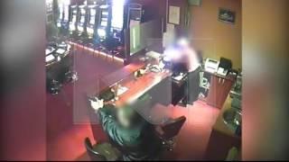 Ekskluzivni snimak pokušaja pljačke kasina i vatreni obračun zaštitara i razbojnika thumbnail