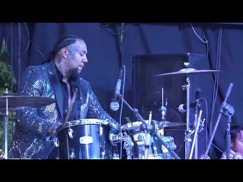 Alacranes Musical - San Antonio sija