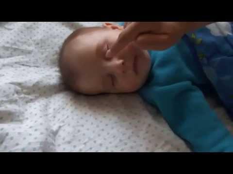Массаж от закисания глаз у малышей , массаж слезного канала ( Eyes Sour )
