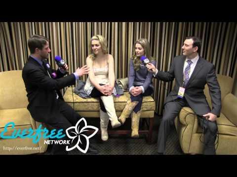 Britt & Carly McKilip   EQI  Las Pegasus Unicon 2013