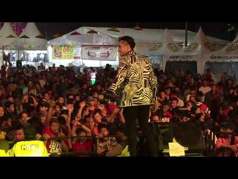Wandie Mario Menggoyang Penonton Tenggarong Fair 2017 ( FITRI CARLINA - ABG TUA )