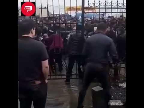 Массовая драка продавцов обуви на алматинском рынке попала на видео